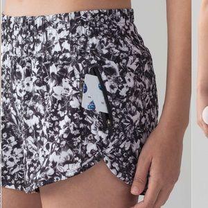 Lululemon Tracker Shorts V Running Black and White